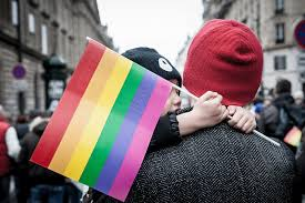 La piazza di Roma che scotta: gay, Rai e alcuni guai.