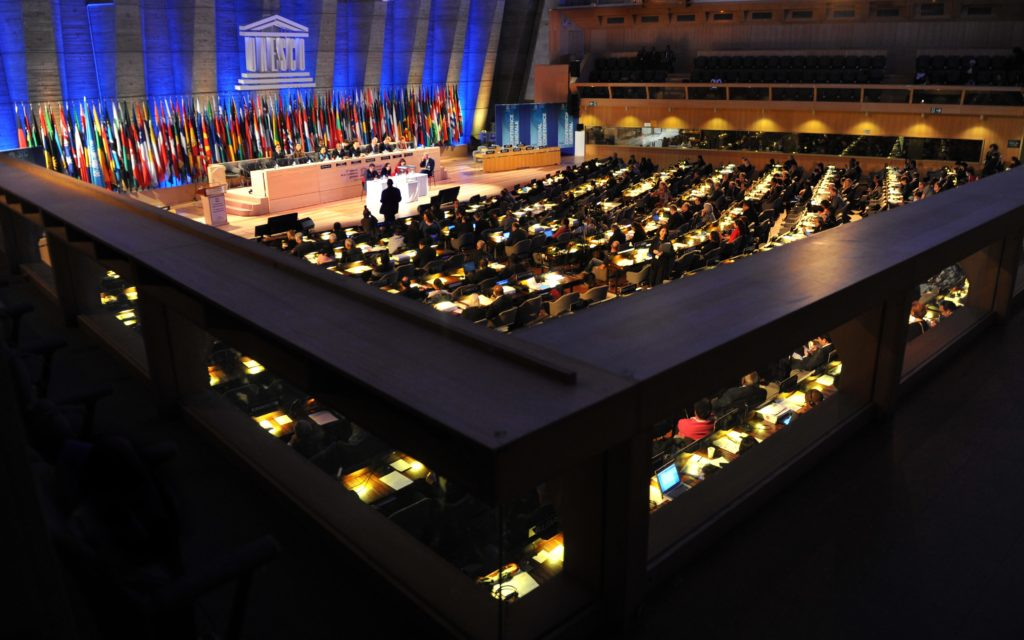 PARIS, 13 novembre (Xinhua) -- La 37e session de la Conférence générale de l'Organisation des Nations unies pour l'éducation, la science et la culture (UNESCO) tenue à Paris le 12 novembre 2013. Irina Bokova a été réélue mardi directrice générale de l'UNESCO pour un deuxième mandat de quatre ans. (Photo : Chen Xiaowei)