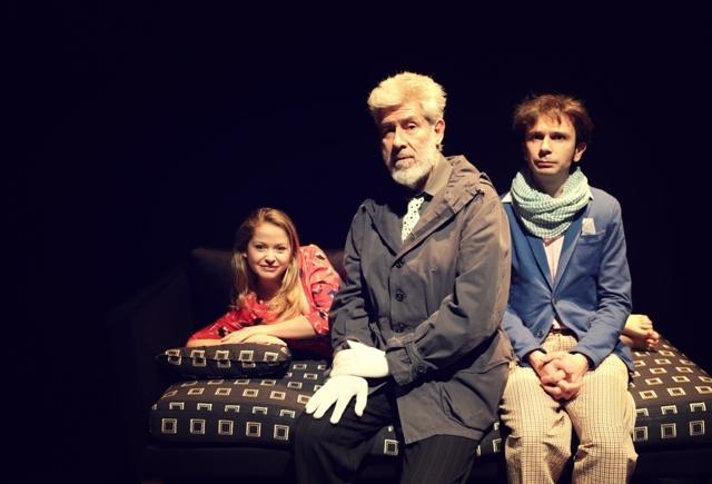 Alessandro Benvenuti, Paolo Cioni e Maria Vittoria Argenti sono gli attori di Chi è di Scena, spettacolo sul palco del Teatro della Cometa fino al 7 maggio
