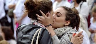 La prof gay cacciata dalle suore