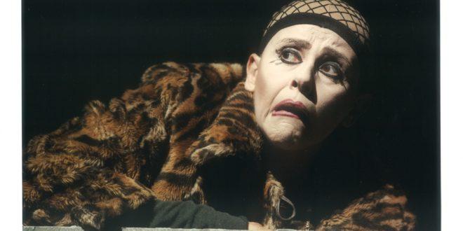 Scannasurice: il capolavoro con Imma Villa in scena al Piccolo Eliseo