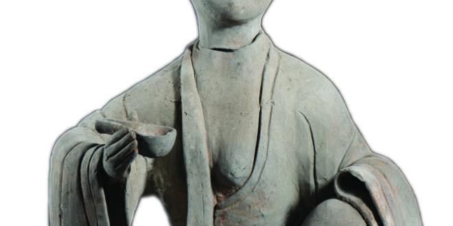 Museo di Chengdu_Statuetta di ceramica di una madre che allatta; Periodo Han Orientale(25-220 d.C.)_altezza 60 cm, larghezza 40 cm