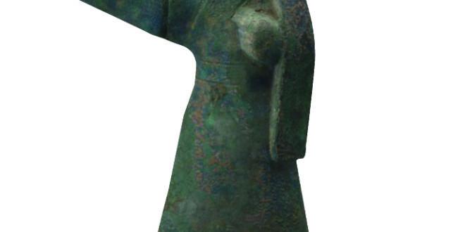 Museo di Mianyang_Stalliere di Bronzo; Periodo Han Orientale (25-220 d.C.)_lunghezza 30 cm, larghezza 13 cm; altezza 68 cm