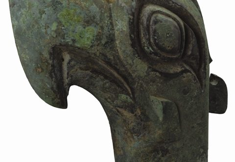 Museo di Sanxingdui_Grande testa di uccello in bronzo; Periodo Shang (1600-1046 a.C.)_altezza 40,3 cm, diametro trasversale 19,6 cm, diametro longitudinale 38,8 cm