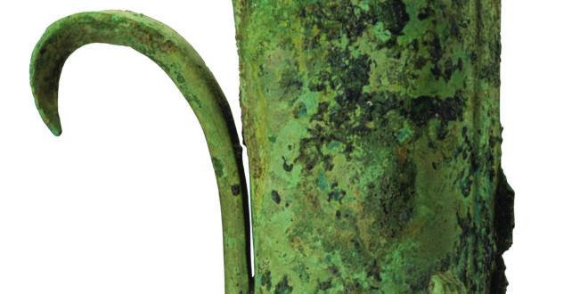 Museo di Sanxingdui_Manufatto in bronzo a forma di cilindro a forma di drago; Periodo Shang (1600-1046 a.C.)_altezza 41 cm, larghezza 18,8 cm, max. diametro 9 cm