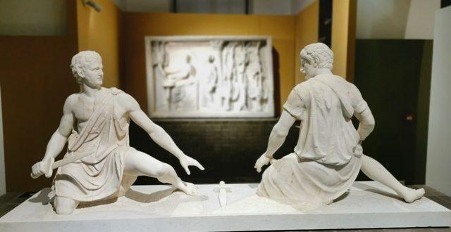 I profili vividi della scultura antica illuminano il Campidoglio