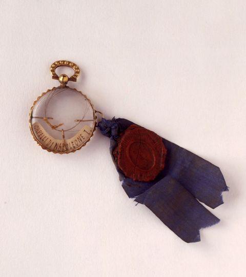 Ciondolo contenente una ciocca di capelli di Napoleone