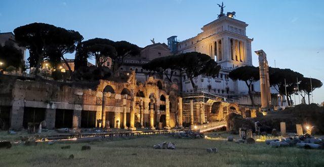 Passeggiata serale al Foro di Cesare
