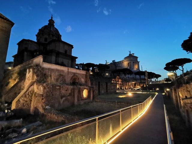 Passeggiata serale nel Foro di Cesare